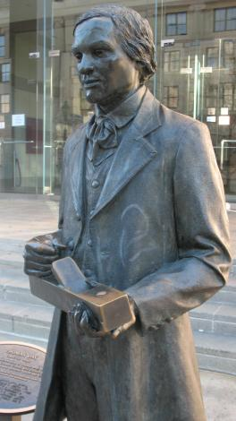 Bronze sculpture pic of Thomas Day